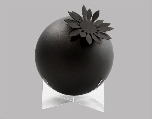 Urn met zonnebloem zwart